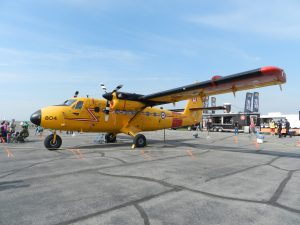Yellowknife_Air_Show_Twin_Otter_of_440_Vampire_Squadron_01